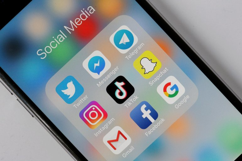 Students relieve boredom, stay connected with social media challenges, games